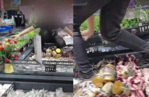 星巴克在华开店创纪录,自嗨锅开线下店   奇扒说1102