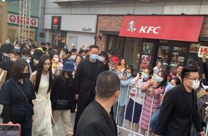 杨幂参加上海活动生图曝光,隔着屏幕都感觉很冷,真的是很敬业