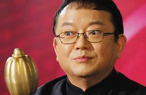 71岁王刚回应砸错2亿古董,他曾拒演和珅,三婚娶小20岁娇妻