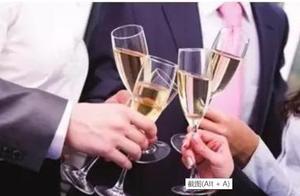 24岁妻子陪客户喝酒喝出酒精中毒,长沙小伙怒而爆料,负责人将妻子踢出微信群