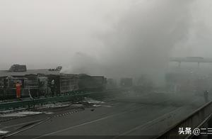 最新!现场明火已扑灭!陕西包茂高速多车相撞:救援正在进行中
