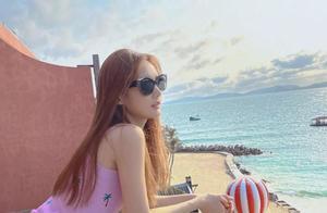 李一桐海南度假沙滩照