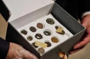 埃及政府归还中国第二批文物,31枚古钱币回家了