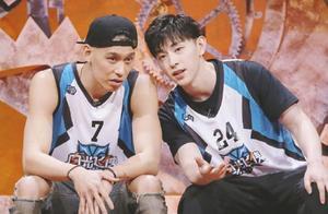 林书豪晒合照为邓伦庆生,两人今夏因篮球节目结缘,今已是铁哥们