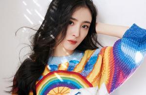 杨幂彩虹刺绣毛衣美出新高度,无精修生图传出,这脸是真实的吗?