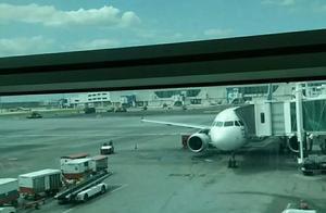 说一说多次难忘的坐飞机经历,回忆一下往事。