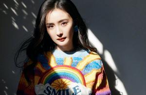 杨幂彩虹毛衣造型上热搜,扫楼生图出炉,不愧是一线女明星