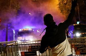 欧洲各国疫情一团糟!反封锁抗议者暴力示威,还有人趁机打砸抢烧