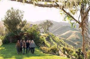 Netflix新剧《酒乡》:六个女人的完美闺蜜情