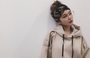 """周扬青做时尚博主很圈粉,同框明星回""""原形""""?这都是脖子惹的祸"""