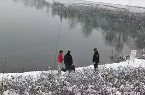 冰天雪地,他不通水性却跳湖救人