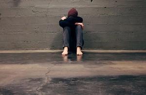 年轻人崩溃在出租屋:被骚扰、被骗进传销组织、3年搬家15次