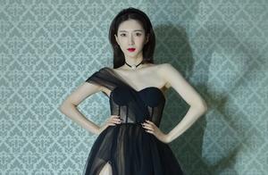 ELLE风尚大赏女星集体性感风,江疏影黑纱裙美腿若隐若现