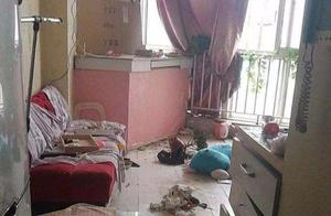 男房客消失不见,女房东上门一看气炸了:满屋都是垃圾,臭味熏天