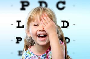 近视度数不断增加或致盲?比起限制教材字号,这3点更能预防近视