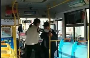 河南焦作一女公交司机大吼乘车老人你臭你下车!这脾气乘客安全吗