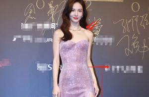 金晨星河流光长裙,腹肌痕迹清晰可见,这魔鬼身材真实存在吗?