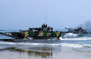 外媒:为反对美国干涉南海事务,解放军举行大规模登陆演习