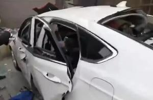"""男子车内放煤气自杀,冷静过后点了一支烟,结果""""炸""""了"""