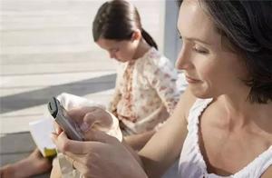 母亲沉迷玩手机,孩子水中挣扎3分钟:一时的疏忽,一世的悲痛