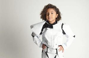 瓦妮莎晒万圣节装扮:全家星战迷