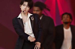 王俊凯尝试新风格舞蹈,看到他牵手的女舞伴,李飞故意安排的?