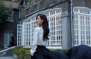 时尚盛典女明星高清图:刘诗诗穿拖尾西装好飒,关晓彤秀腿也输了