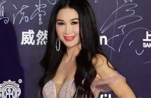华鼎奖红毯:王丽坤减肥过度,54岁温碧霞扮嫩,李小冉身材火辣