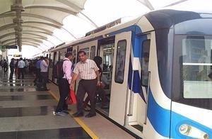 巴基斯坦首条地铁开通!印度网友表示印度也有:二战时代的火车?