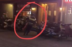 饭店起火冒出十几米高的浓烟,他借来灭火器就冲了进去……