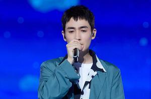 朱一龙跨年彩排图俊朗帅气,演唱的两首歌曲流出,粉丝:听哭了