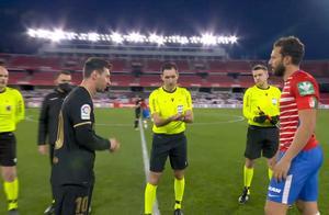 巴萨4-0!梅西双响喜笑颜开!65分钟梅西被换下场同科曼握手