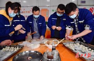 """大年三十,武汉地铁建设者和外地家人""""云拜年"""""""