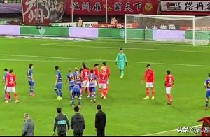 中超决赛夜首回合,广州恒大VS江苏苏宁,比赛激烈双方起冲突