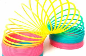 用英文教宝宝玩彩虹圈、弹簧圈