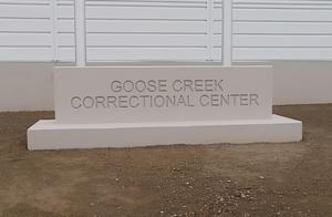 几乎人人中招!美国阿拉斯加最大监狱超9成囚犯感染新冠