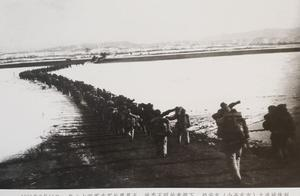 这张著名的抗美援朝战争志愿军跨过鸭绿江的经典照片是谁拍摄的