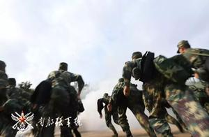 南部战区火箭军某部:防化综合演练 提升保障技能