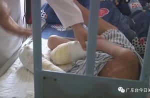 全身严重烫伤双手感染坏死,7岁男童疑遭亲生父亲虐待,院方:或将面临截肢
