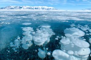 """赛里木湖的冬天惊艳世界,将蓝色发挥到极致,美得冒""""泡泡"""""""