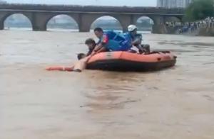 73岁老人跳河轻生,漂到下游被救起哭诉:有人欺负我