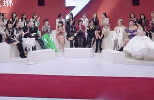 吴昕表演唱跳,有谁注意其他姐姐们的反应?这才是出道位的尊严