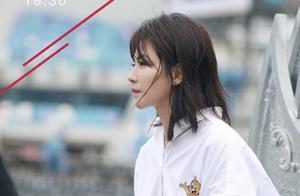 刘涛的跨年瞬间,白衬衣加拖地裤,又帅又美又飒,太好看