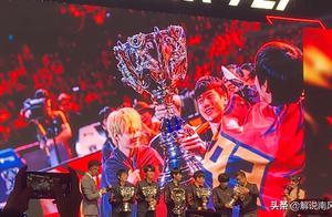FPX三周年为选手颁发S9奖杯!Xinyi感谢硬币哥时落泪