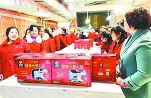 """武汉多所学校设立""""爸爸接送日"""",以提醒爸爸不可缺位"""