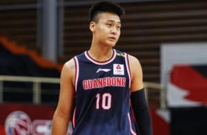 CBA最强着装令出台,广东队赵睿、胡明轩成为首次被罚的球员