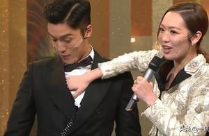 TVB颁奖礼,女主持为了量体温,竟把手伸进男明星衣服里乱摸