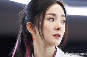 杨幂新综艺造型出炉,敢挑战紫色挑染高马尾,发际线回春了?
