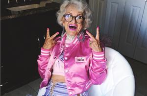时尚从来和年龄无关!90岁奶奶少女穿搭惊艳岁月,变老真的不可怕
