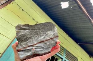 天降横财!200万一斤的石头砸穿屋顶,印尼小伙当场变千万富豪